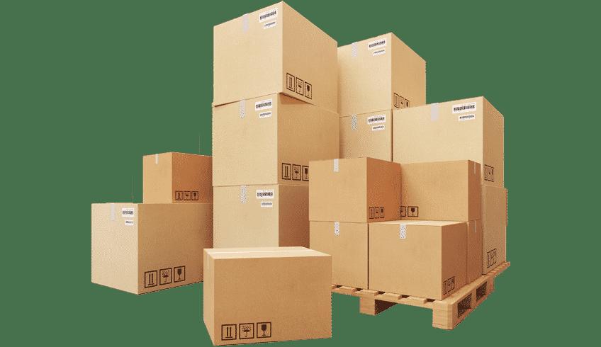 Mehrere Boxen werden für den Speditionsversand einer lokalen Spedition vorbereitet werden.