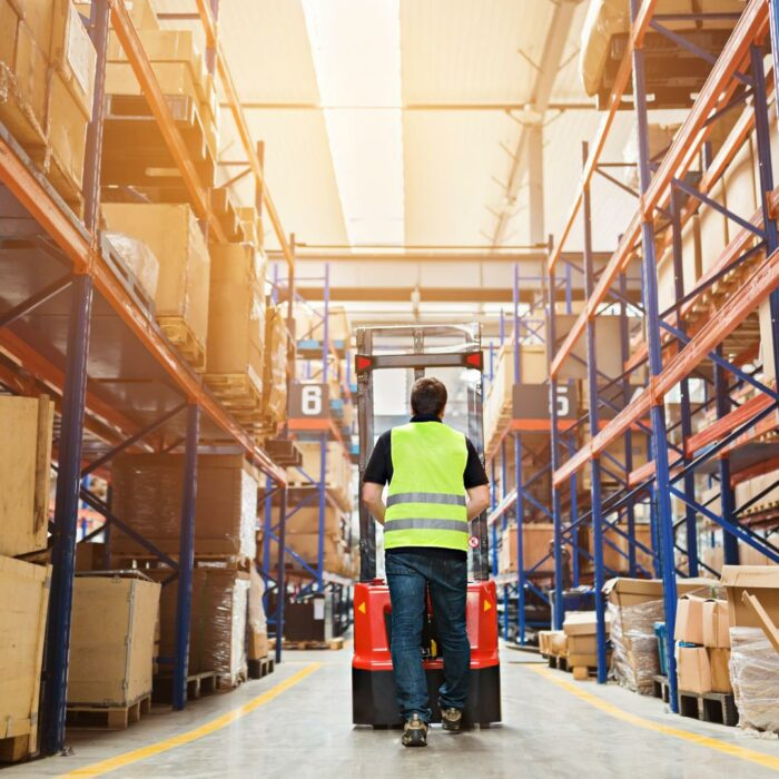 Everyday ergonomics in logistics: working without pain or risk
